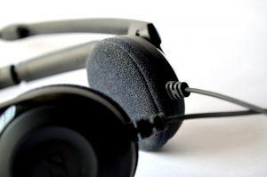 headphones-390335_1280